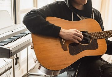 Which is Better to Learn: Guitar or Keyboard?